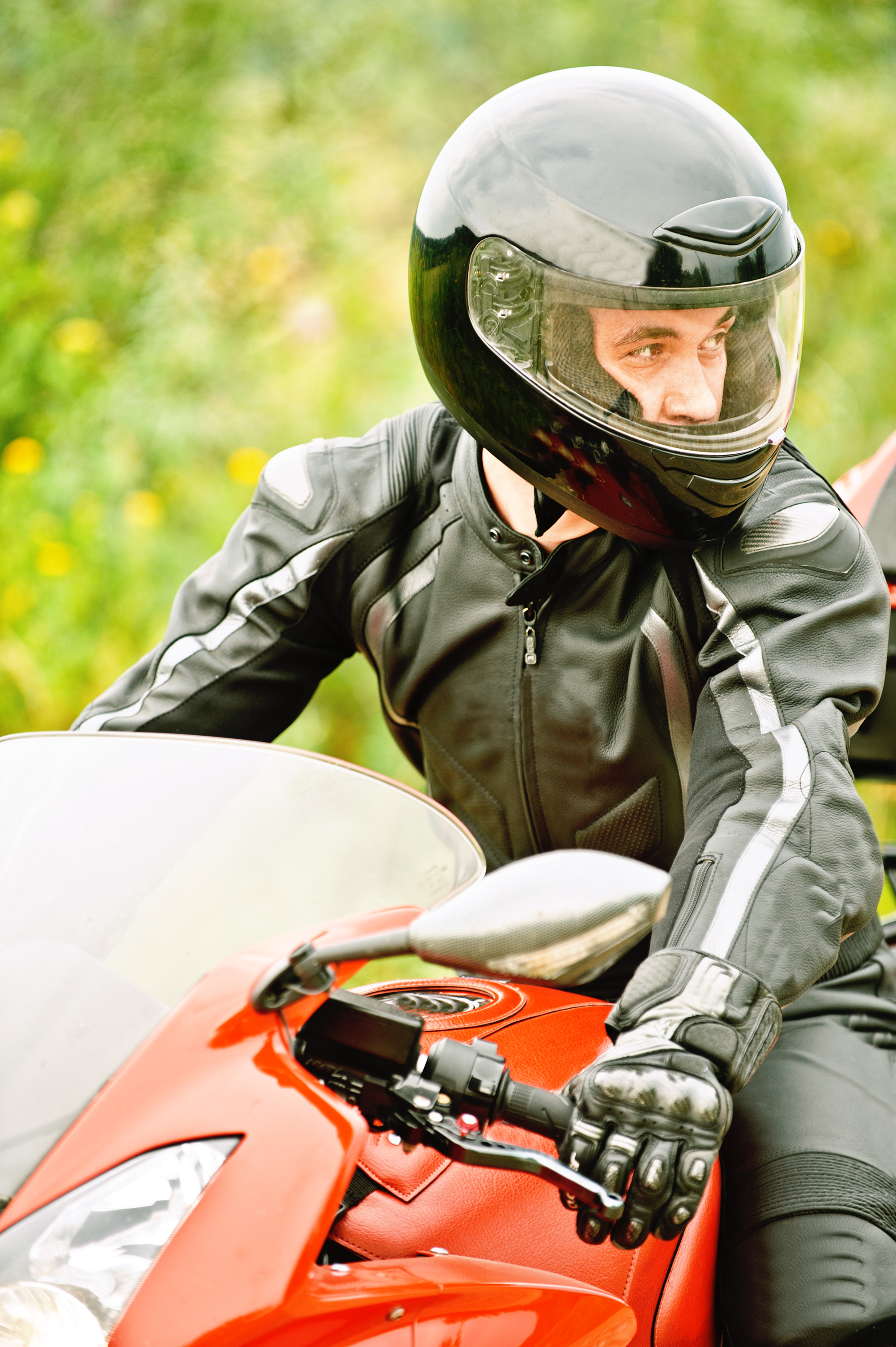the motorcycle helmet law Impact helmet use has on motorcycle insurance rates motorcycle helmet laws by state in states where a motorcycle helmet is required to ride legally, the law often states the helmet needs to be dot-approved, meaning it complies with the department of transportation's standards.